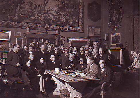 gruppo dei Romanisti nello studio dell'Antiquario Augusto Jandolo (1941)